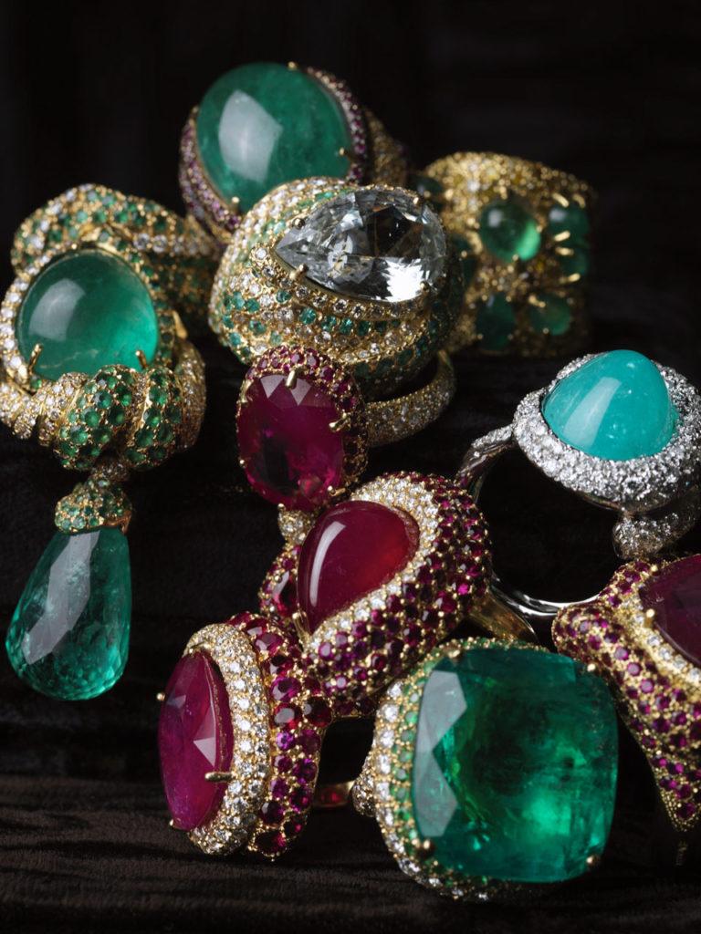 Alta gioielleria Made in Italy - anelli - oro bianco - oro giallo - diamanti - smeraldi - rubini