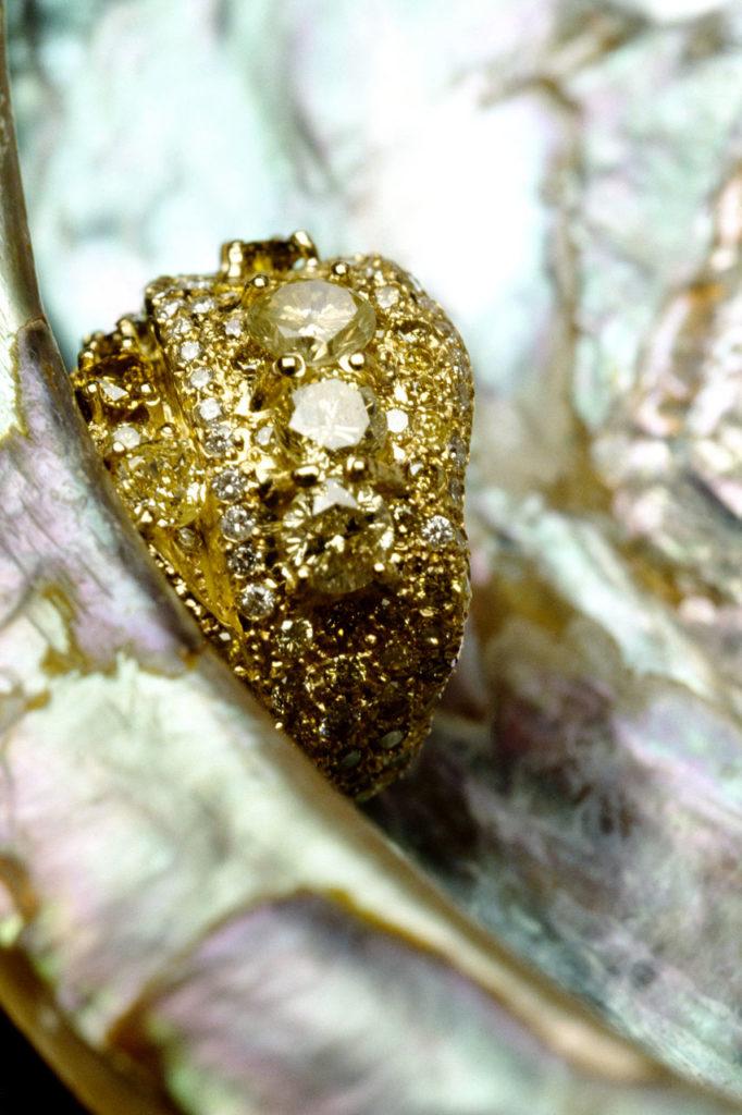 Alta gioielleria italiana - anello - oro giallo - diamanti - pietre preziose