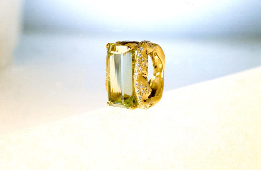 Alta gioielleria Made in Italy - anello - oro giallo - diamanti - gemme rare