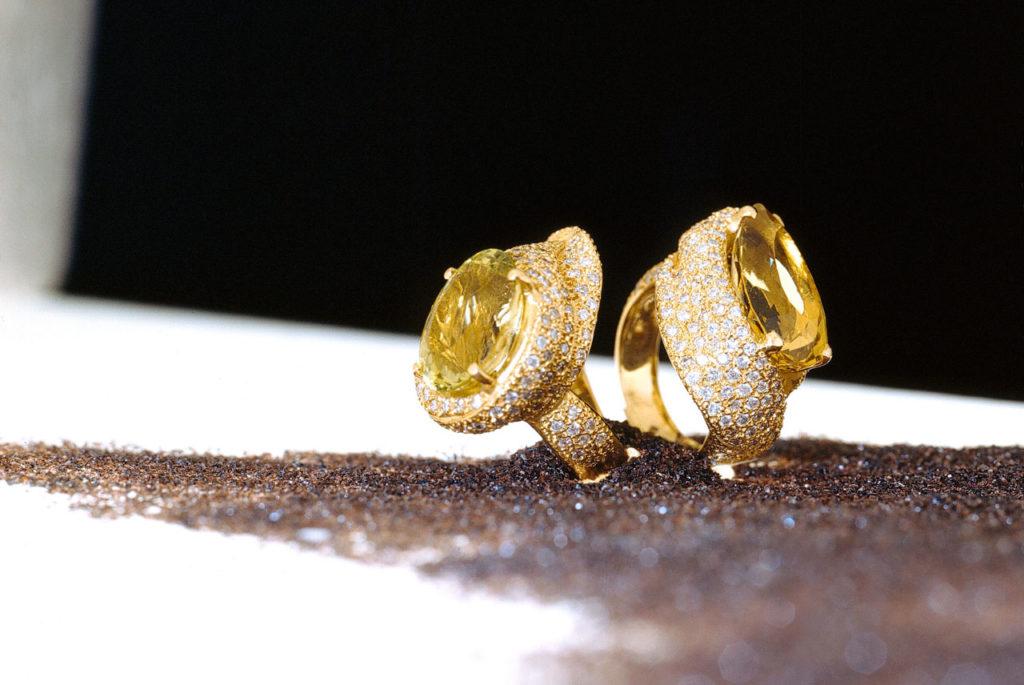 Alta gioielleria Made in Italy - anelli - oro giallo - diamanti - gemme rare