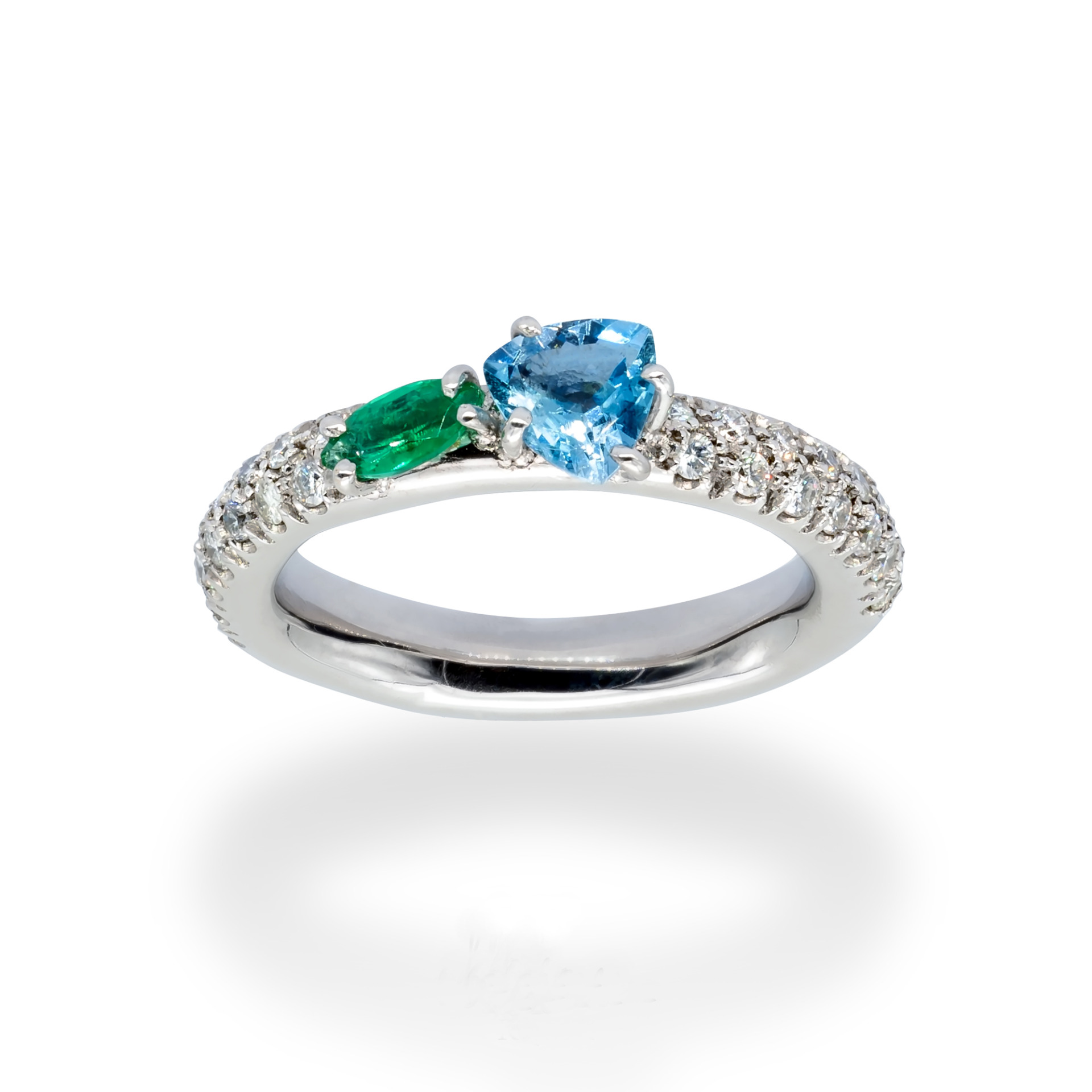 d'Avossa Ring in 18kt white gold with Aquamarine, Emerald and White Diamonds