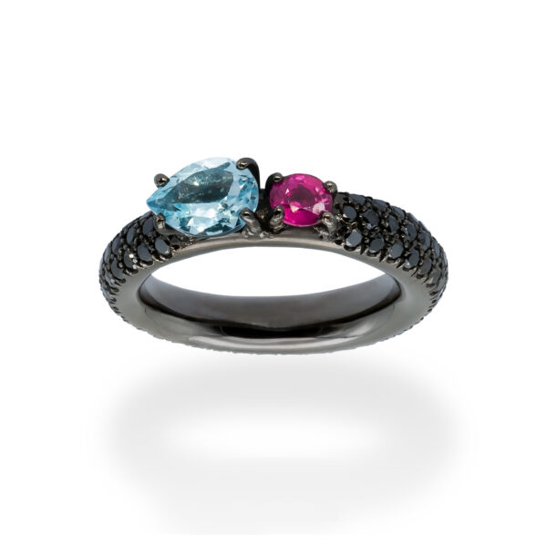 d'Avossa Ring in 18Kt black gold with a pavé of black diamonds, central pear-shaped aquamarine and pink sapphire. (5)