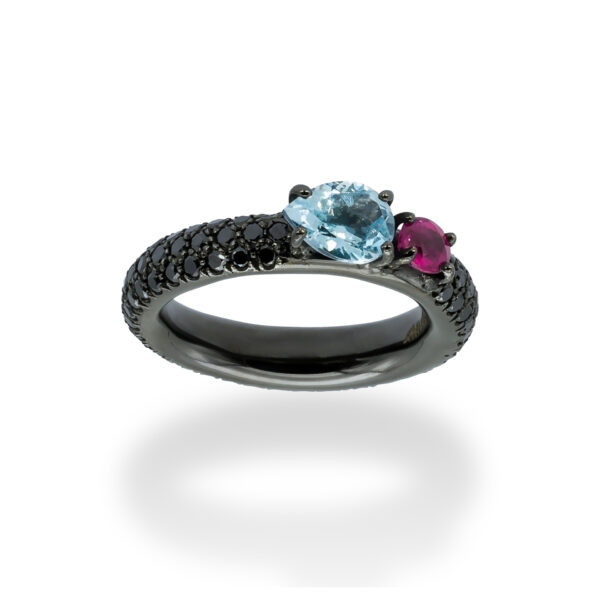 d'Avossa Ring in 18Kt black gold with a pavé of black diamonds, central pear-shaped aquamarine and pink sapphire. (4)