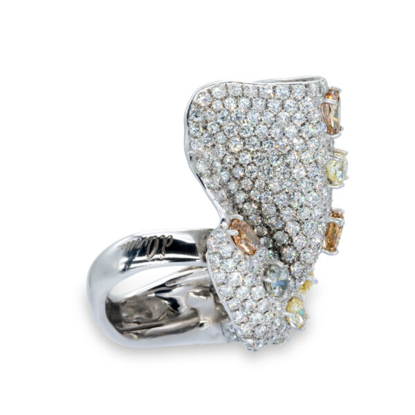 d'Avossa Ring in 18kt white gold with White and Natural Fancy Diamonds