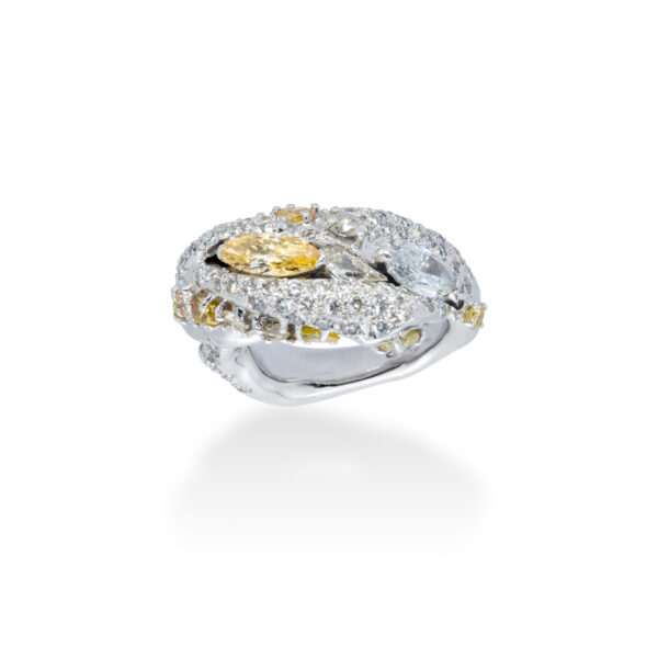 d'Avossa Ring in 18kt white gold with two central Diamonds marquise cut, Fancy yellow and White, on a pavé of white diamonds and two rows of Fancy Yellow diamonds. (4)
