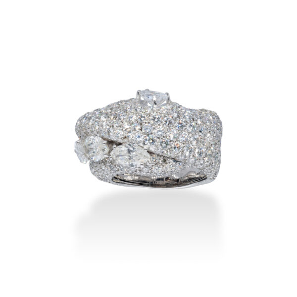 d'Avossa Ring in 18 Kt white gold with 4 central Diamonds, marquise and pear-shaped cut, enhanced by a pavé of White Diamonds. (6)