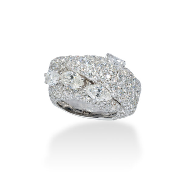d'Avossa Ring in 18 Kt white gold with 4 central Diamonds, marquise and pear-shaped cut, enhanced by a pavé of White Diamonds. (5)