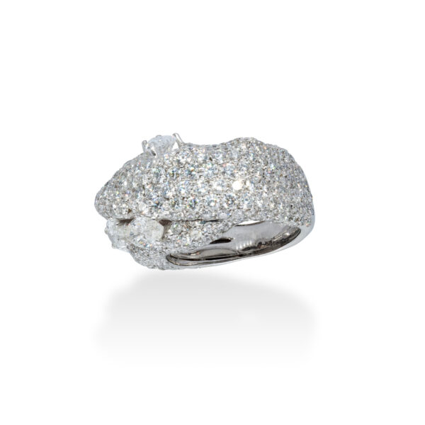 d'Avossa Ring in 18 Kt white gold with 4 central Diamonds, marquise and pear-shaped cut, enhanced by a pavé of White Diamonds. (4)