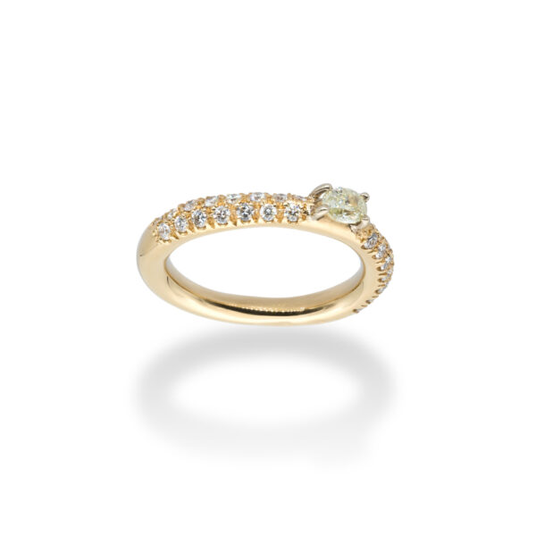 d'Avossa Ring in 18kt yellow gold with a pavé of white Diamonds and a central fancy natural oval shape diamond (4)
