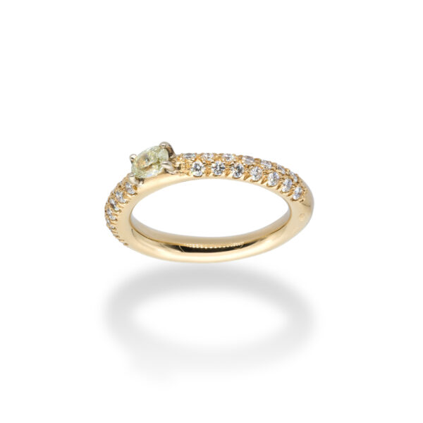 d'Avossa Ring in 18kt yellow gold with a pavé of white Diamonds and a central fancy natural oval shape diamond (3)
