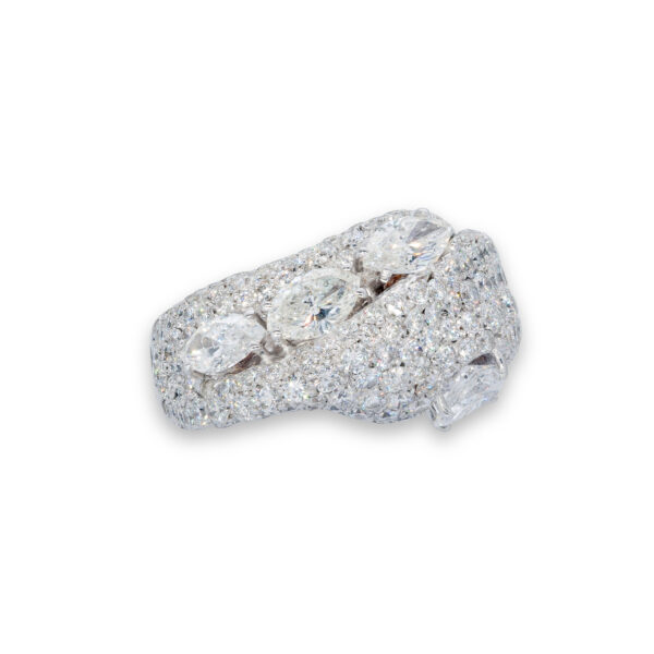 d'Avossa Ring in 18 Kt white gold with 4 central Diamonds, marquise and pear-shaped cut, enhanced by a pavé of White Diamonds. (2)