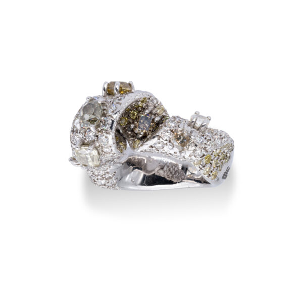 d'Avossa Ring with White and Fancy Natural Diamonds (4)