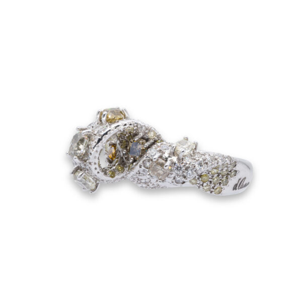 d'Avossa Ring with White and Fancy Natural Diamonds (1)