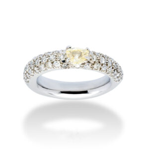 d'Avossa Ring in 18 kt white gold with a pavé of white G color diamonds and a central fancy natural heart shape diamond (4)