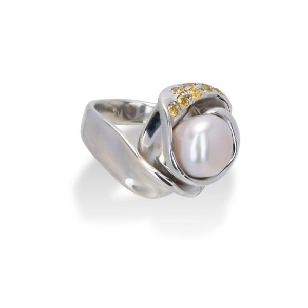 d'Avossa Ring from Rêves d'Argent Collection, in Silver, with Natural Pearl, Yellow and white Sapphires (4)
