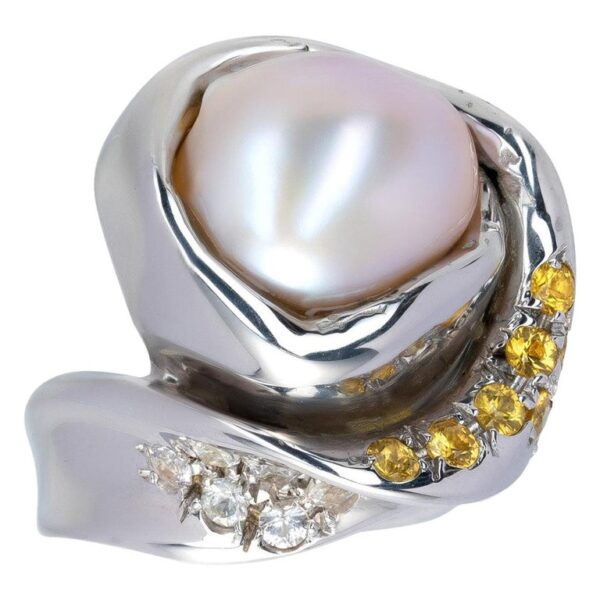 d'Avossa Ring from Rêves d'Argent Collection with Natural Pearl and Sapphires