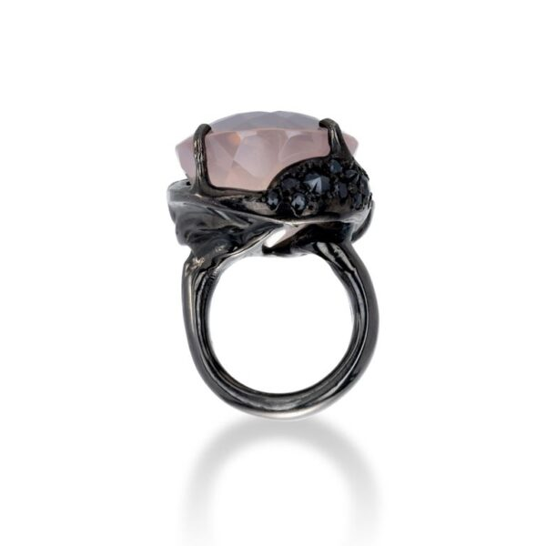 d'Avossa Ring from Rêves d'Argent Collection, in black silver, with Rose Quartz and Sapphires (4)